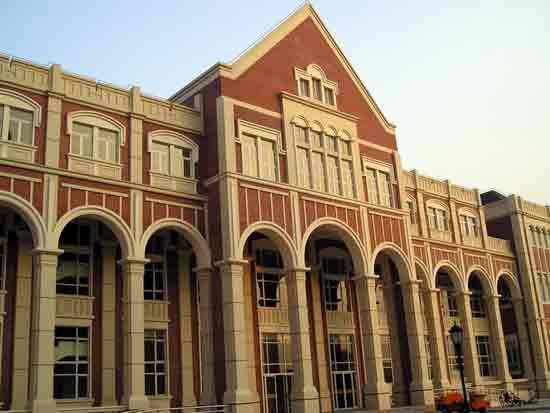 上海外国语大学_上海上海外国语大学校园风光图校园风光校园