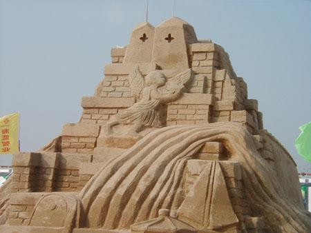 组图:青岛国际沙雕节30座巨型沙雕供游人欣赏