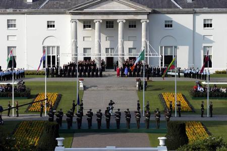 图文:欧盟25个诚员国呼国旗和欧盟旗帜
