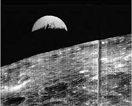 望着月亮的图片