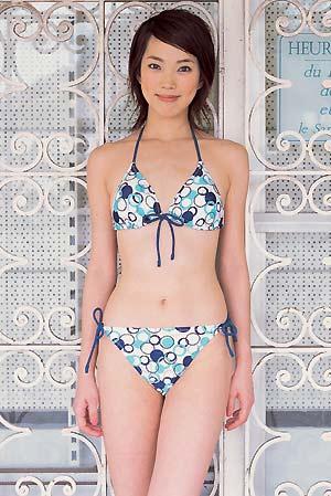日本时尚杂志泳装秀