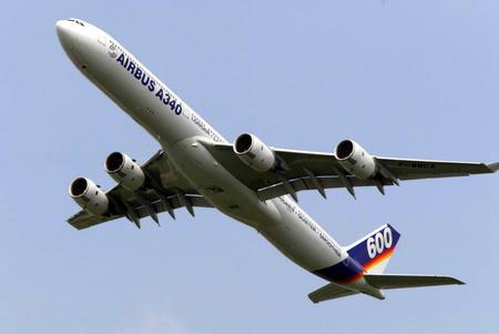 一架空中客车a340-600型客机在德国柏林举行的国际航空展上展示.