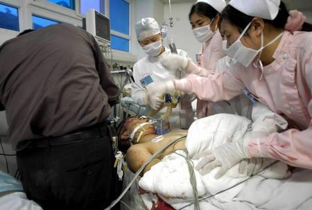 图文:受伤人员被送往医院抢救
