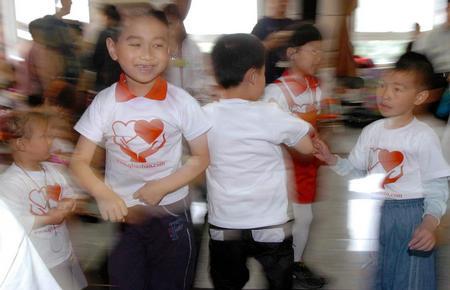 图文:北京市第一幼儿园向儿童福利院献爱心