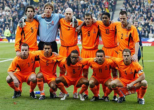 荷兰队内讧_2004年国家队全家福(经典回顾)[图]