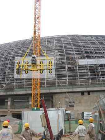 """国家大剧院开始安装""""玻璃幕墙""""(组图)"""