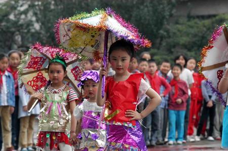 济南儿童参加环保时装秀