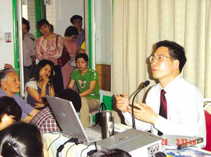 """在镇江市实验幼儿园昨天举办的一次""""科学启蒙与学前儿童心理素质教育"""