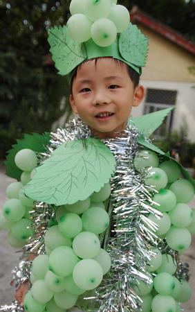别开生面的宝宝环保时装秀在江苏省级机关实验幼儿园举行,孩子们