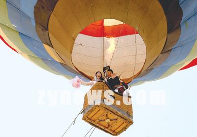 新闻频道 国内 河南新闻 中原新闻网  新人乘上热气球飞上爱的天空