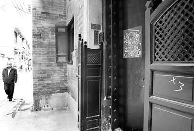 石脚,水磨青砖,满洲窗,趟栊门是西关大屋特有的建筑元素.