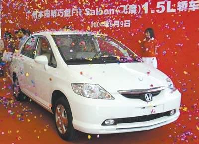 昨日,广州本田还借车展揭开了飞度两厢车的神秘面纱,并正式宣布这