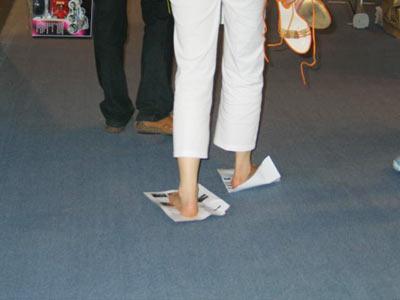 不穿鞋的美女美女穿鞋