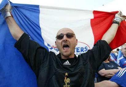 欧锦赛克罗地亚0 0法国 模仿巴特兹的球迷
