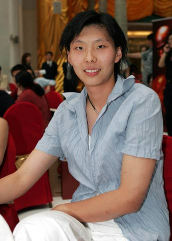 篮球好新闻颁奖晚会 陈楠素雅着装十分清纯