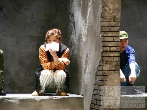 偷看美女厕所小便_农村公共厕所偷拍 农村女*** - 旅途风景