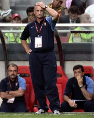 图文:欧锦赛葡萄牙1-1英格兰 焦急的斯科拉里