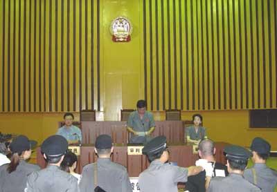 、莆田等地召开公判大会,依法对14件33名重大毒品犯罪分子,集中公图片