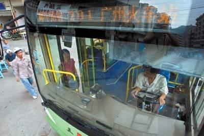 公交车换电子路牌(图)