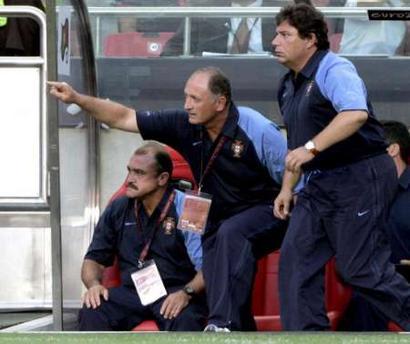 图文:欧锦赛葡萄牙0-0希腊 斯科拉里场外指挥