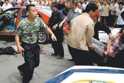 警方闹市击毙劫持人质歹徒(图)