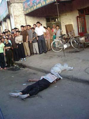 16岁少年被掐死街头图