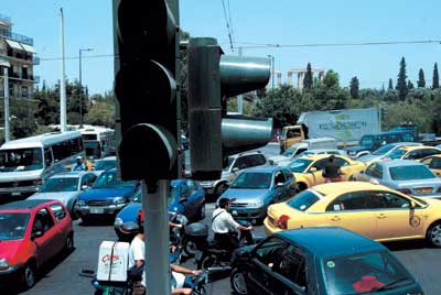 此外,依靠电力控制的交通灯完全成了摆设.