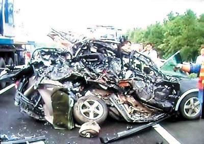 车祸死亡_前天上午,京珠高速公路清远段发生特大交通事故,造成3人当场死亡.