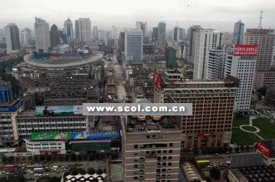 成都市区东北至东南一带仍是城乡温差最大的地区,市中心的天府广场至