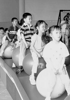 昆明市大观幼儿园开发游戏教育(组图)