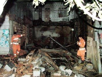 惠安:店面老化引起一图片起火塌顶(图)36e线路情趣内衣罩杯图片