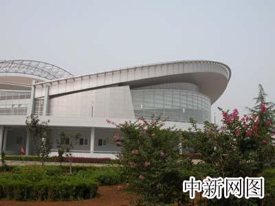图文:秦皇岛市奥体中心综合训练馆外部景观