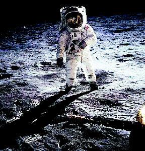 宇航员在月球-纪念人类登月35周年