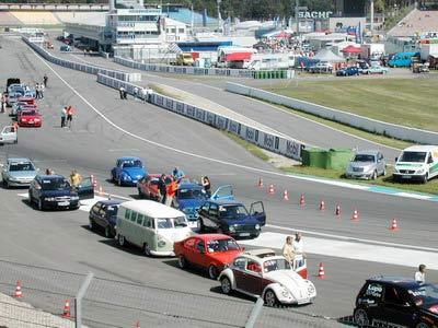 F1赛道上的精彩汽车活动之一--竞速比赛