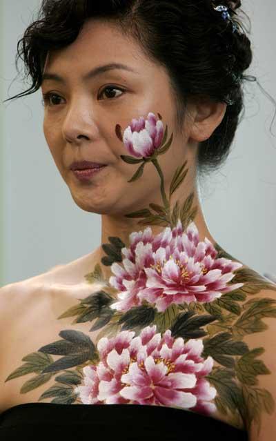 人体名模名单_香港书展:人体彩绘模特尽显娇羞(组图)