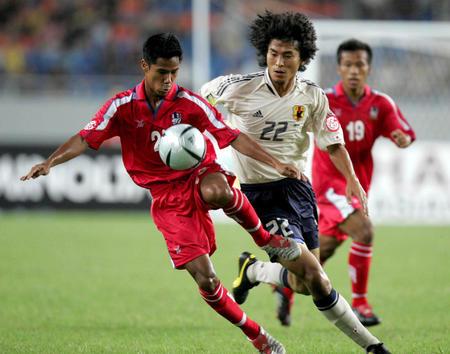 日本迎战泰国 日本队员中泽佑二在比赛中