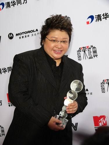 图文:第六届CCTV-MTV音乐颁奖盛典-采访图片(韩红1)