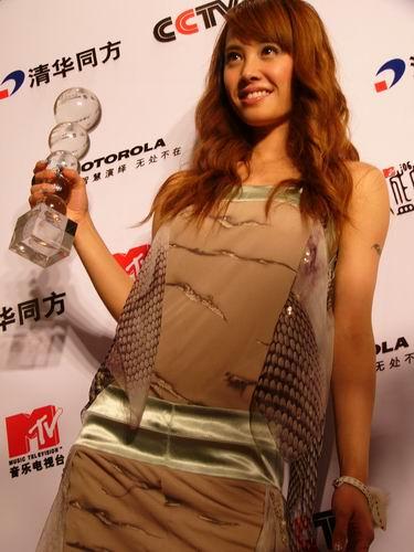 图文:第六届CCTV-MTV音乐颁奖盛典-采访图片(蔡依琳6)