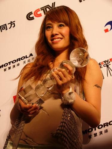 图文:第六届CCTV-MTV音乐颁奖盛典-采访图片(蔡依琳8)
