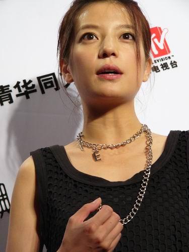 图文:第六届CCTV-MTV音乐颁奖盛典-采访图片(赵薇1)
