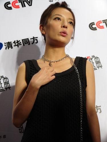 图文:第六届音乐颁奖盛典-采访图片(赵薇2)