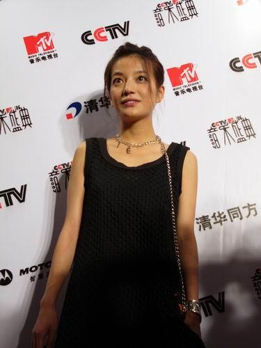 图文:第六届音乐颁奖盛典-采访图片(赵薇8)