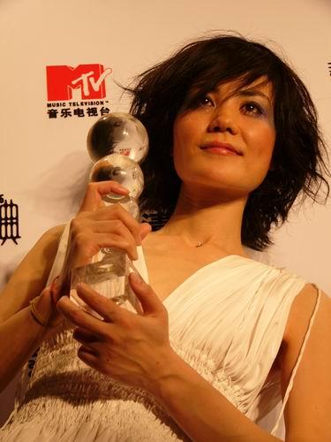 图文:第六届CCTV-MTV音乐颁奖盛典-采访图片(王菲3)