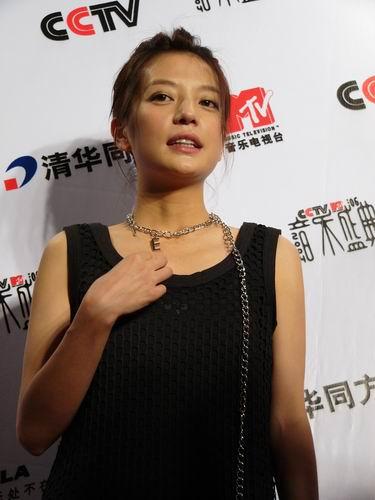 图文:第六届音乐颁奖盛典-采访图片(赵薇3)
