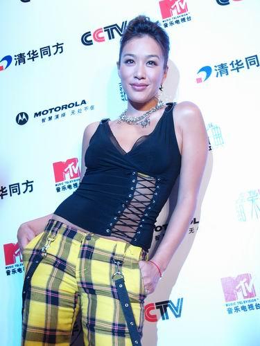 图文:第六届CCTV-MTV音乐颁奖盛典-采访图片(钟丽缇2)