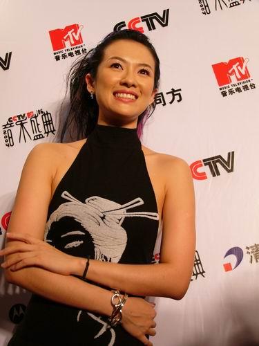 图文:第六届CCTV-MTV音乐颁奖盛典-采访图片(章子怡1)