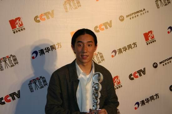 第六届CCTV-MTV音乐盛典:成龙之子成'黑马'[图]
