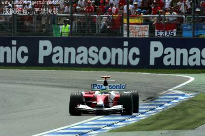 图文:F1德国大奖赛决赛-马塔驶过弯角