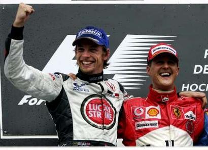 图文:F1德国大奖赛巴顿和舒马赫欢呼