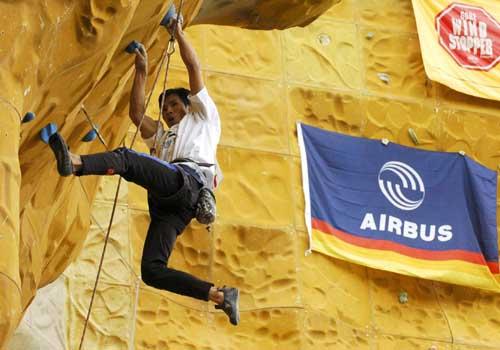 西藏首届国际攀岩邀请赛中德选手平分四项冠军